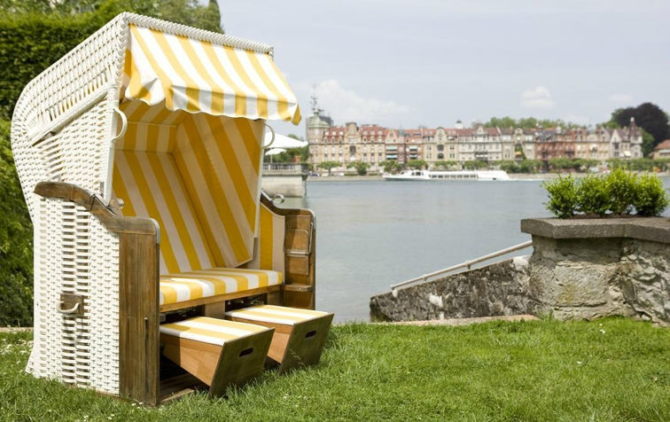 Beispiel: Strandkorb auf der Seeterrasse, Foto: Steigenberger Inselhotel Konstanz.