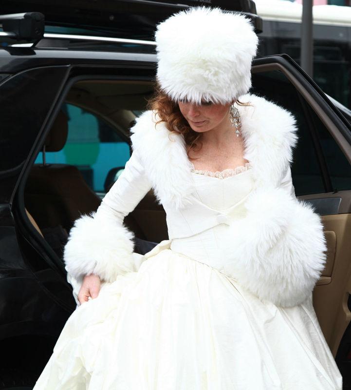 Robe de mariée Princesse d'Hiver en soie et veste avec fourrure Agnès Szabelewski