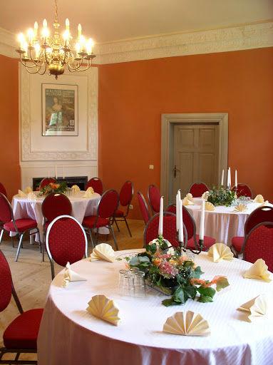 Beispiel: Roter Salon - Bankett, Foto: Schloss Neuhausen.