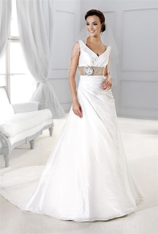 Beispiel: Romantische Kleider, Foto: Braut Atelier Blendel.