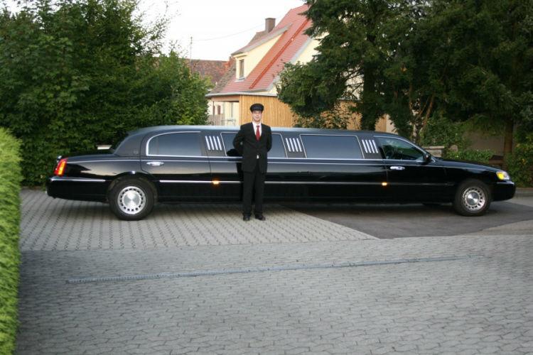Beispiel: Ihre Hochzeitslimousine mit Chauffeur, Foto: Limousinen Service Ulm.