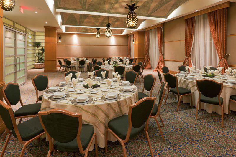 Hotel Crowne Plaza en Torreón, hermoso espacio para celebrar tu boda.