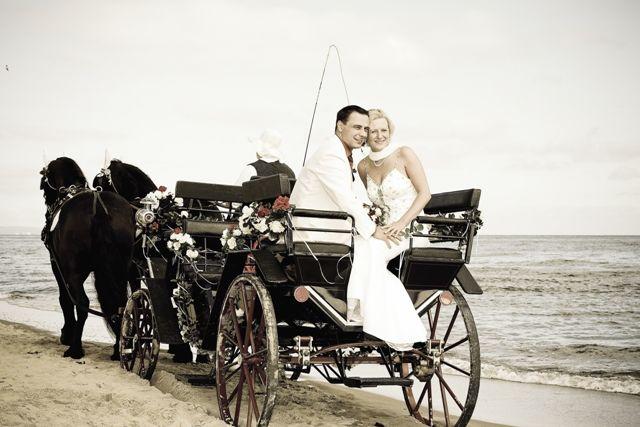 Beispiel: Hochzeitskutsche am Strand, Foto: Cliff Hotel Rügen.
