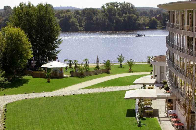 Beispiel: Umgebung - Wiese, Foto: arcona am Havelufer.