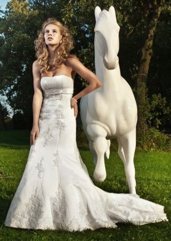 Outlet sukien ślubnych i dodatków