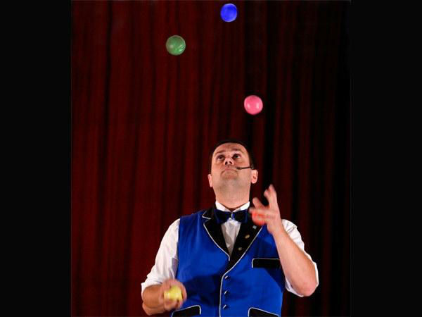 Beispiel: Auftritt, Foto: Enzo Paolo.