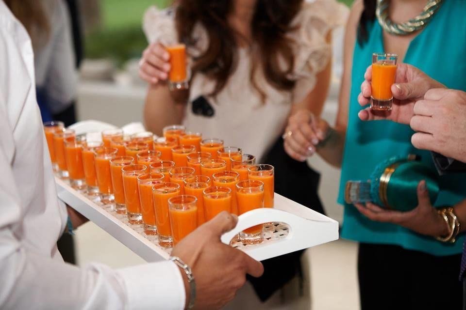 Mini vasitos de gazpacho andaluz Copyright: Pedro Jaén
