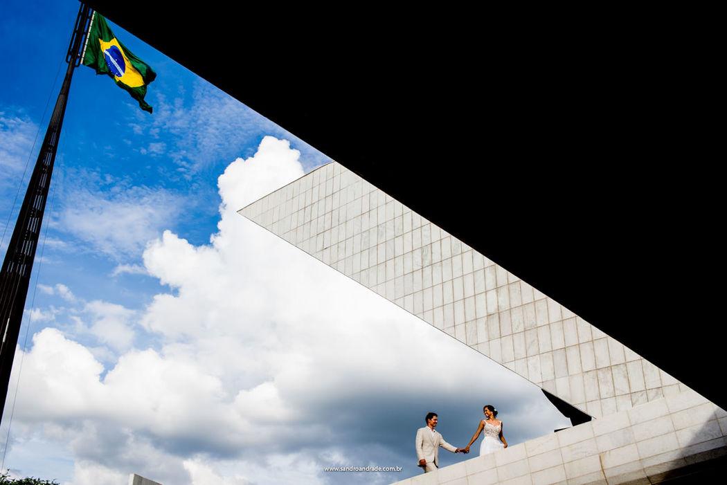 Casamento em Brasilia-DF. Ensaio pós casamento Carolina e Walbinson, no Panteão da Pátria e da Liberdade Tancredo Neves. Sandro Andrade Fotografia