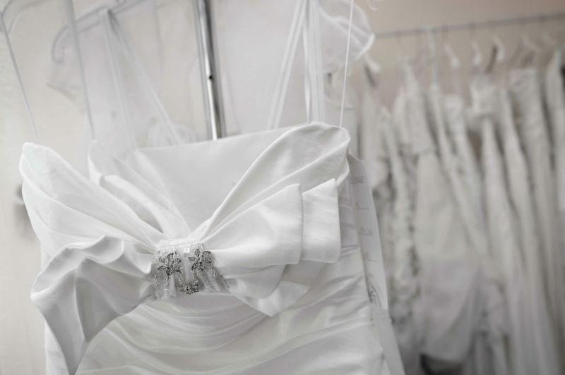 Beispiel: Brautkleid, Foto: Walter Braut und Festmoden.