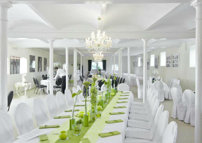 Beispiel: Hochzeitstafel im Saal, Foto: Hofgut Bergerhof.