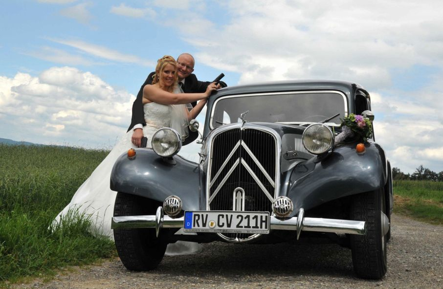 Unser Citroen 11 CV von 1954 (Gangsterlimousine). Langer Radstand, 1 Meter Beinfreiheit auf dem Rücksitz.