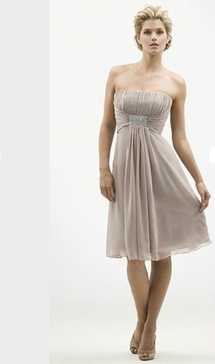 Beispiel: Wunderschöne Kleider, Foto: Hänsel & Gretel Festmode.