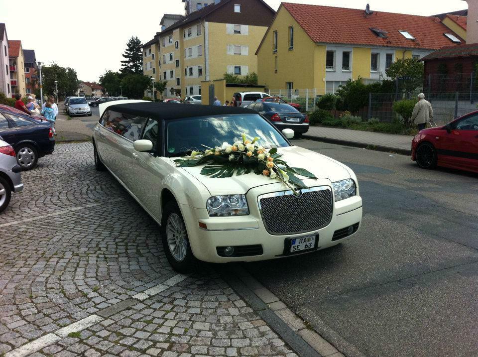 Beispiel: Limousine und Blumenschmuck, Foto: Limo Inc.