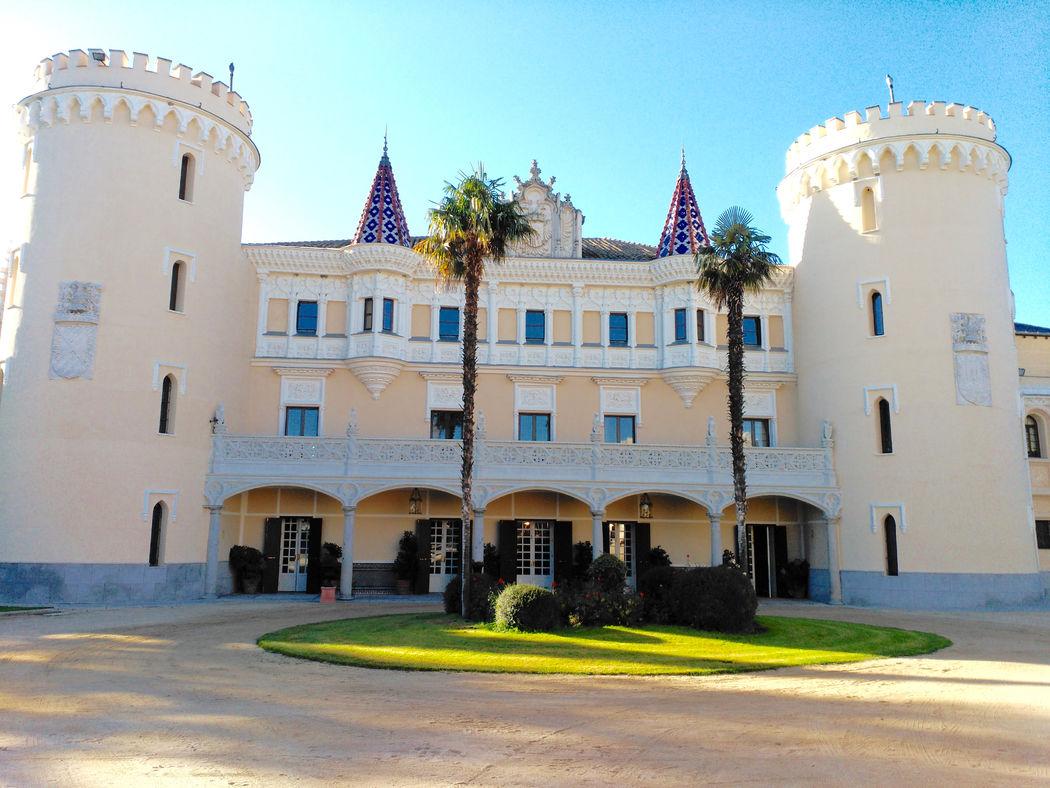 Fachada del Castillo de Viñuelas