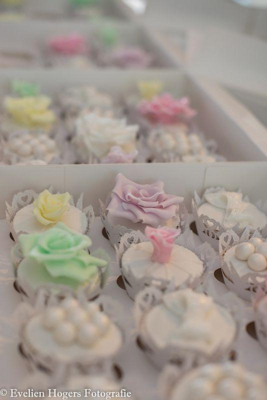 Wedding design cupcakes