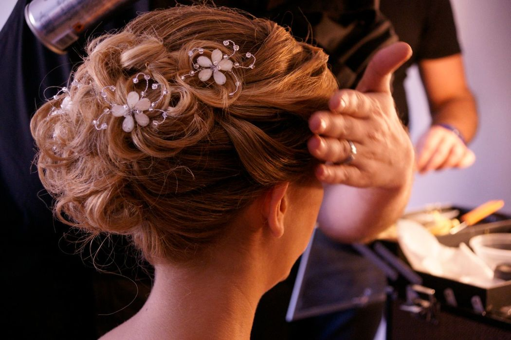 Peinados de novias con el toque artístico de los estilistas de La Caja de Maquillaje.