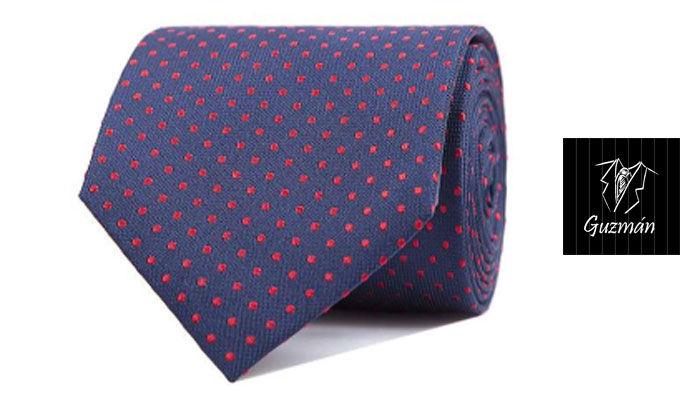 Corbata de topos rojos
