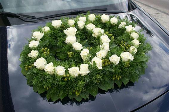 Beispiel: Autoschmuck, Foto: Sandra's Blütenzauber.
