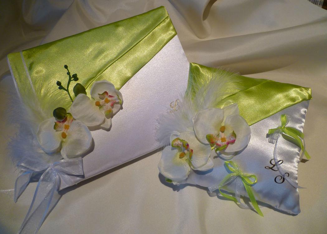 livre d'or et coussin, thème orchidées satin blanc et vert anis