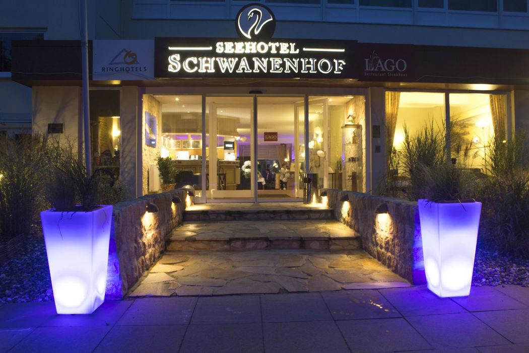 Beispiel: Außenansicht - Eingang, Foto: Ringhotel Seehotel Schwanenhof.