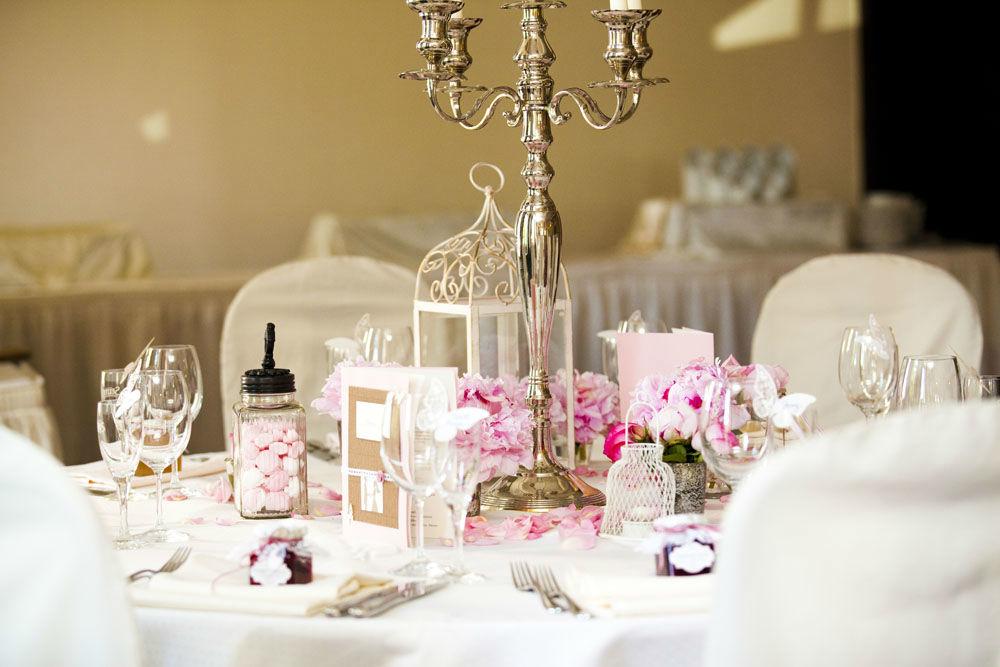 vintage Tischdeko in rosa/weiß