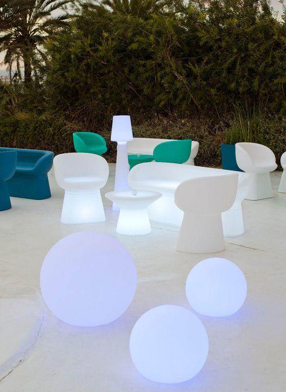 Mesas y sillas bajas