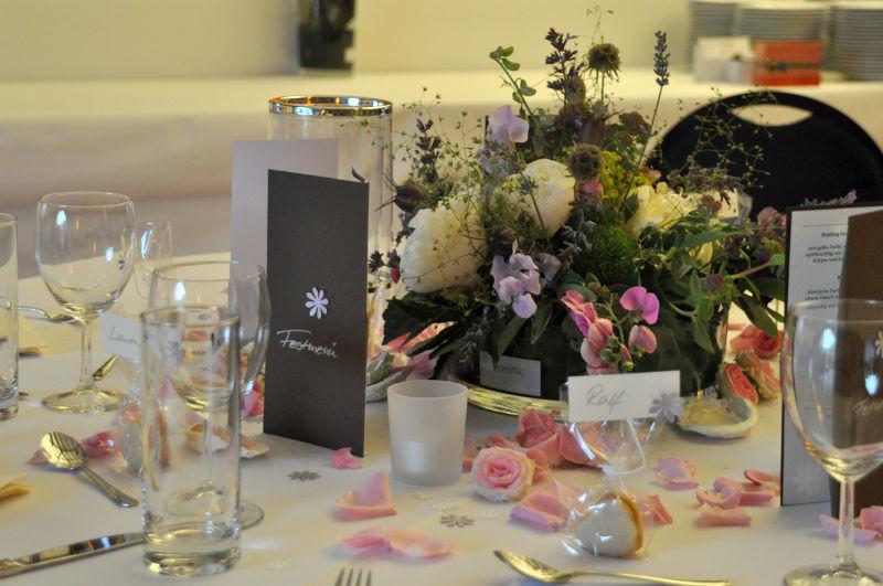 Beispiel: Dekoration Ihrer Hochzeitslocation, Foto: Puls Floristik.