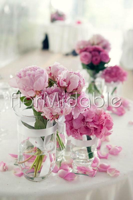 Allestimenti  floreali con rose, peonie e ortensie rosa - Ph. Erika Di Vito