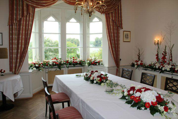 Beispiel: Raum- und Tischdekoration, Foto: Blumen Damerius.