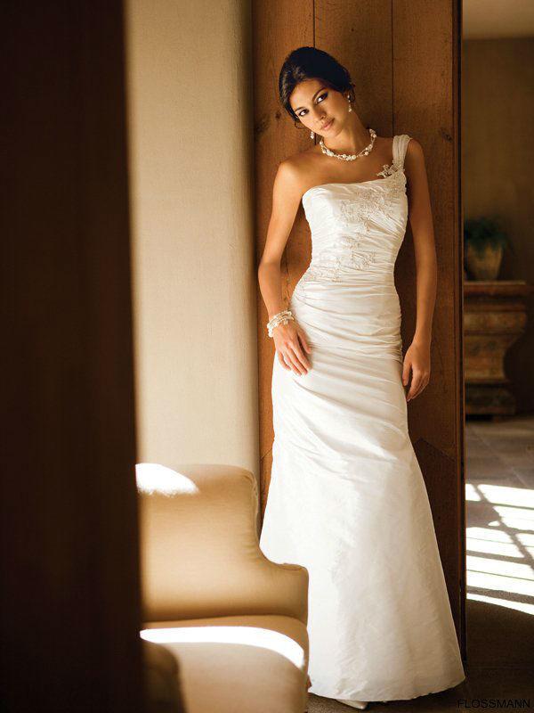 Beispiel: Individuelle Brautmode, Foto: Brautsalon Flossmann.