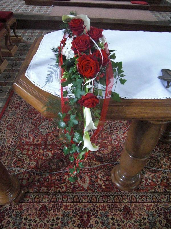 Beispiel: Kirchendekoration, Foto: Blumenwerkstatt in der Zehntscheuer.