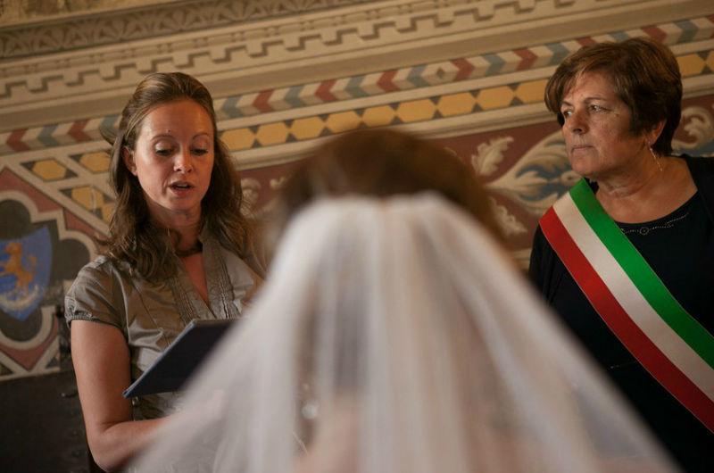 De ceremonie in het stadhuis
