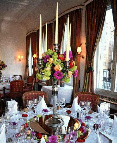 Beispiel: Blumenschmuck für das Hochzeitsgedeck, Foto: Blumenzauber.