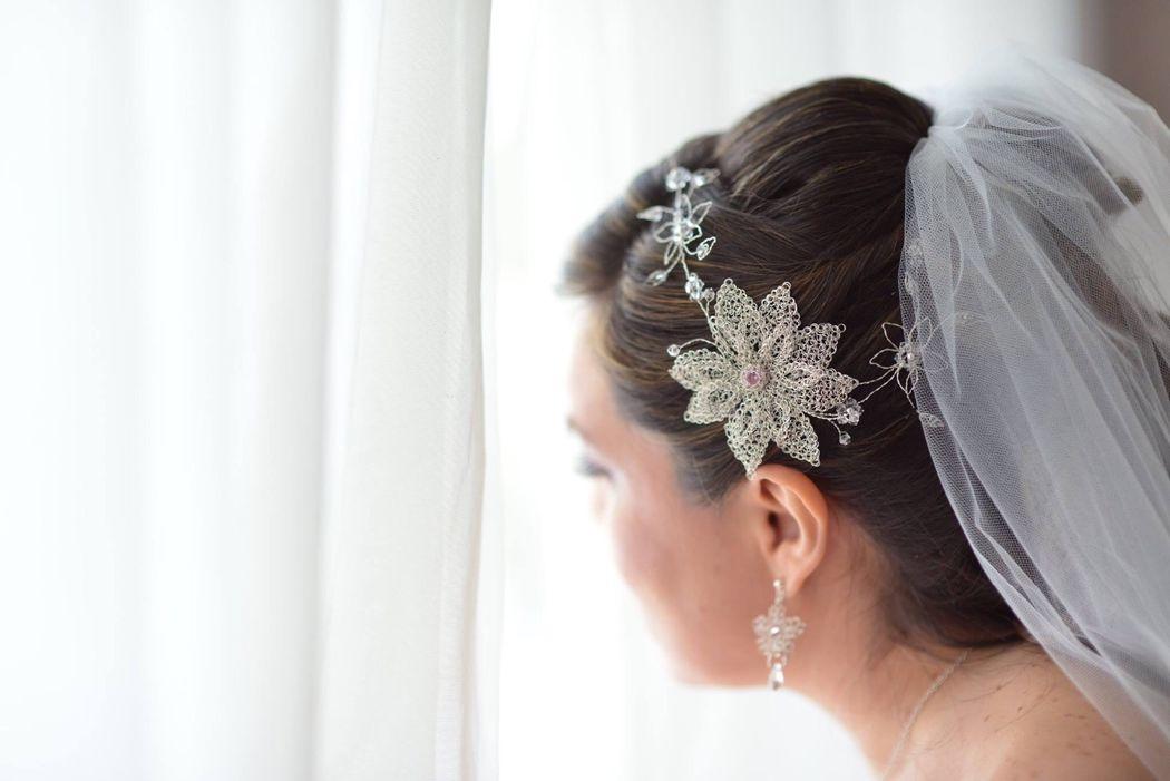 Tiara de plata y cristales swarosky.