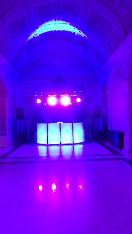 Sistema de Luzes com Cabine de DJ iluminada