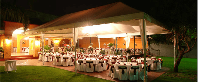 Evento durante la noche en la terraza