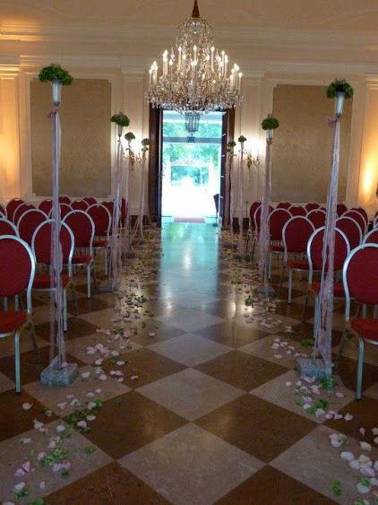 Beispiel: Geschmückter Saal für die Trauung, Foto: Daniela Kainz Wedding Salzburg.