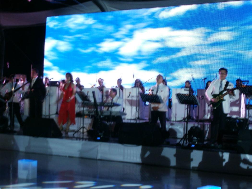 Los Internacionales en Mérida, Yucatán tocando para personalidades de Televisa del Sureste y del Periódico Novedades