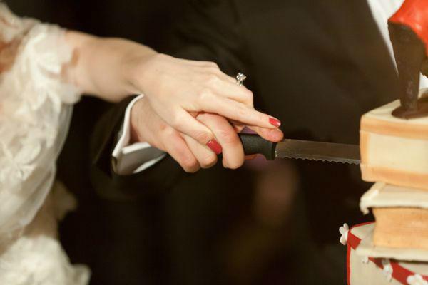 Beispiel: Anschneiden der Hochzeitstorte, Foto: Hochzeitsorganisation Barbara Donabauer.