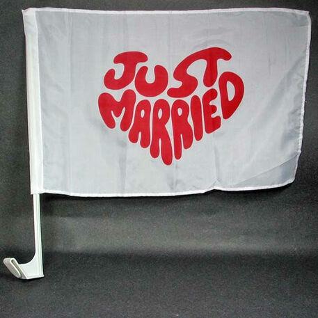 Beispiel: Autofahne, Foto: Sweet Wedding Hochzeitsdekoration.