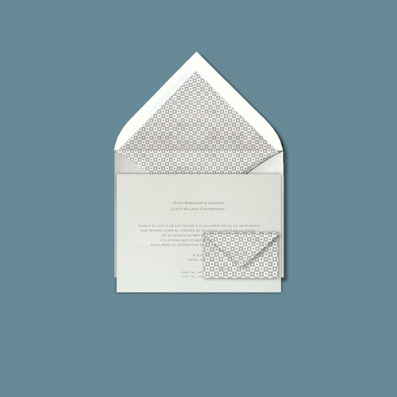 DIMASS. El gris, siempre sobrio y elegante, con invitación y tarjetita a juego para facilitar el número de cuenta.