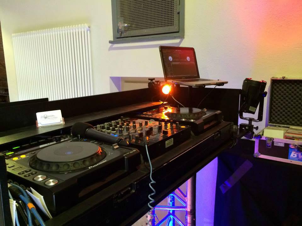 Beispiel: Ton- und Lichttechnik, Foto: DJ Nycco.