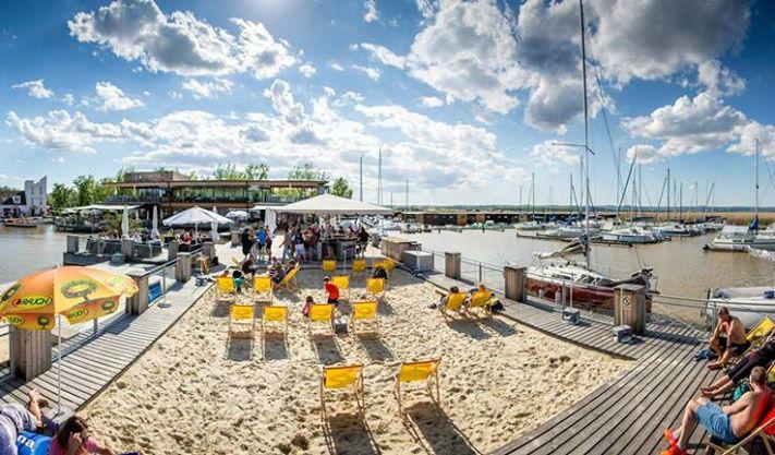 Beispiel: Strandbereich am See, Foto: Seerestaurant Katamaran.