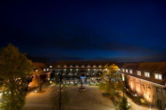 Beispiel: Innenhof bie Nacht, Foto: Göbel's Schlosshotel.