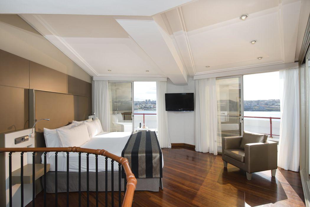 Habitación Grand Suite Dúplex Vista Mar con terraza e Hidromasaje