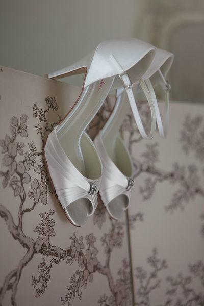 Beispiel: Der Schuh für Ihren großen Tag, Foto: Oprée Brautmoden Accessoires.