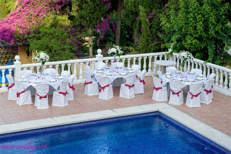 Mariage Espagne : Dîner au bord d'une piscine