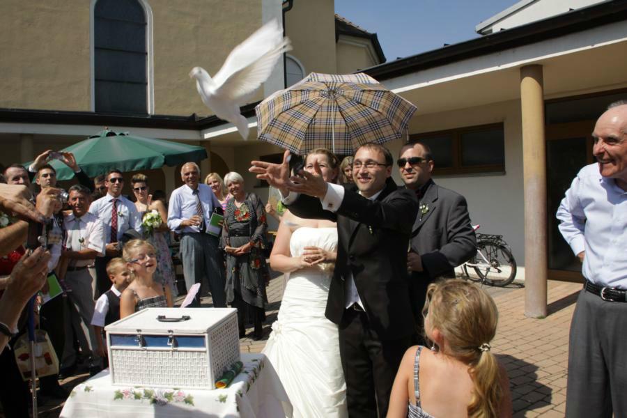 Beispiel: Symbol für Liebe und Glück, Foto: Weisse Tauben.