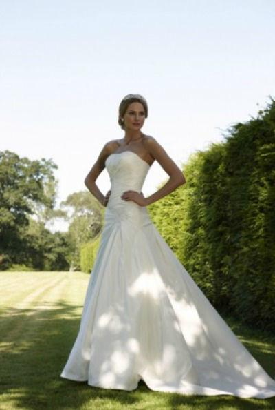 Beispiel: Brautmode, Foto: Brautmode Cinderella.