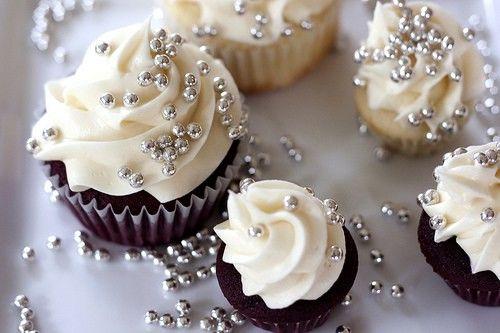 Los cupcakes de perlas son la mejor opción para una boda llena de glamour.